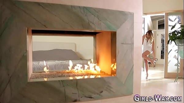 Video de mulheres lésbicas fazendo sexo gostoso juntinhas na cama
