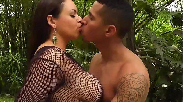 Atriz porno famosa fazendo anal gratis
