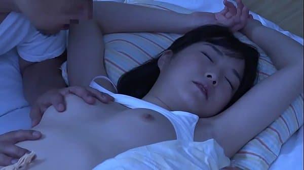 Sexo com japonesinha dormindo