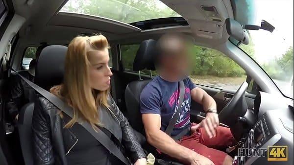 Fudendo a loira patricinha dentro do carro