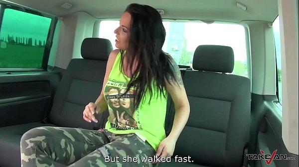 Sexo anal com rabuda gostosa dentro do carro