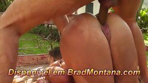 Flagra de sexo com namorada novinha brasileira na sala caiu na net