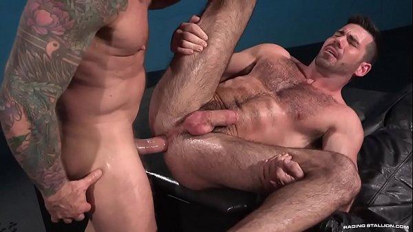 Boiola amador fodendo seu cu na webcam