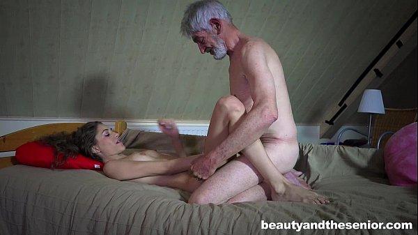 Mallandrinhas Filha gulosa enchendo sua boca com a rola do seu pai