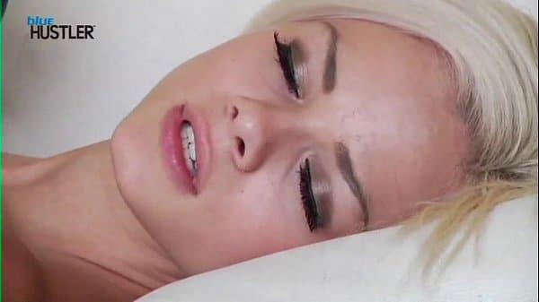 Porno amador Loirinha gostosa de piercing na buceta
