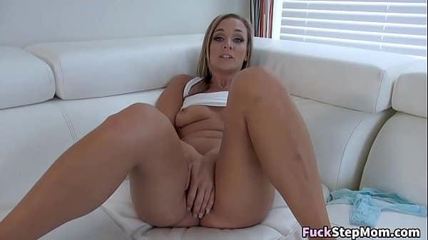 Delicia de novinha sexy e linda dando o cuzinho apertado