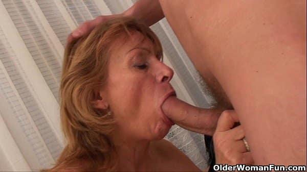 Titia pervertida ensinando o sobrinho a transar gostoso