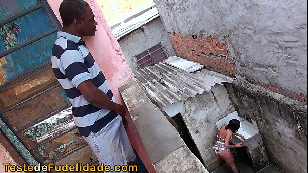Flagra nacional esposa infiel fodendo com vizinho