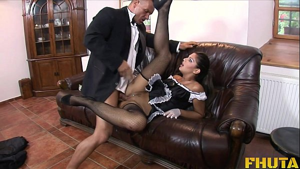 Fodendo a empregada gostosa depois do almoço