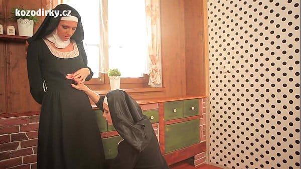 Freiras brasileiras em foda lésbica no convento
