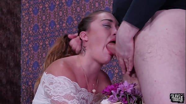 Loira fazendo oral brutal no seu macho do pau grande