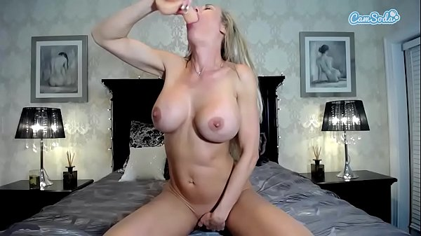 Loira paulista se masturbando na webcam