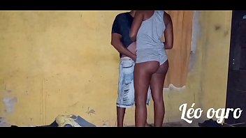 Pastor tarado seduzindo filha de fiel da igreja