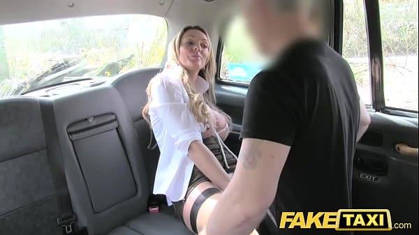 Pegou carona e foi forçada a transar