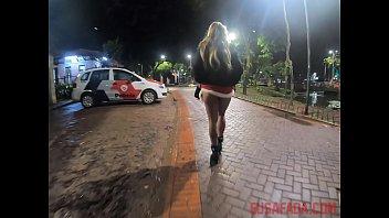 Sexo na rua em público morena safada se prostituindo