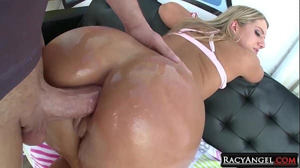 Vadia safada se masturbando no cu preparando para o anal forte