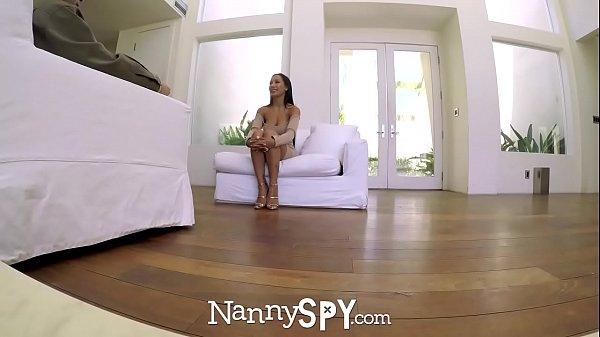 Morena tetuda nua na web cam do quarto