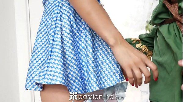 Novinha de 18 anos mamando pau grande de amante dotado