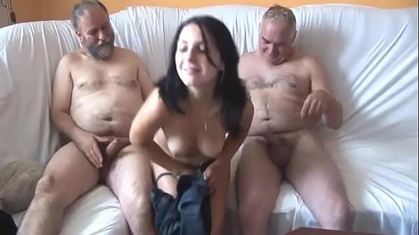 Sexo na familia com seu dois vovos bem dotados lhe socando a vara
