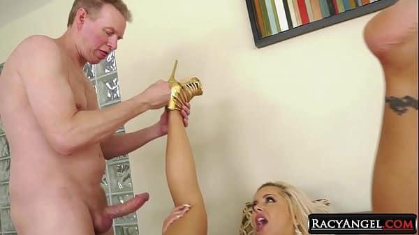 Cenas de mulheres milfs dando o cu na transa caseira