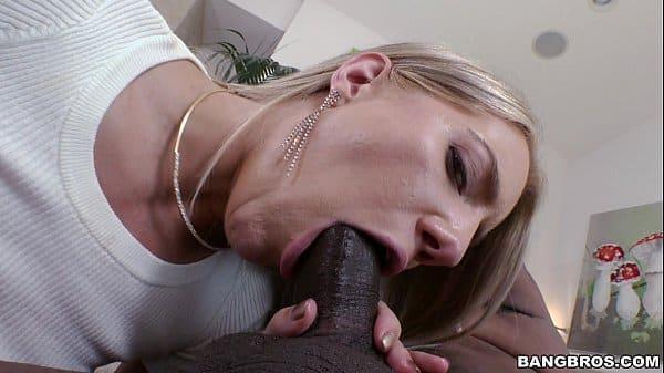 Comendo buceta carnuda de mulher caseira dando pra negão