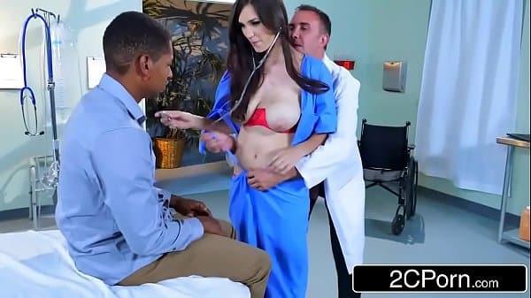 Garoto comendo sua enfermeira gostosa e tesuda em casa