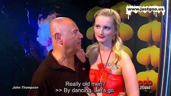 Loira atriz entrevistada nesse programa porno