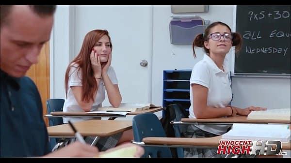 Pegando a aluna gostosa da faculdade na aula particular e metendo