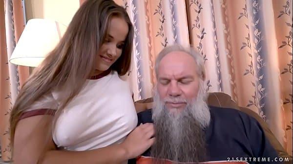 Sexo oral em neta safada