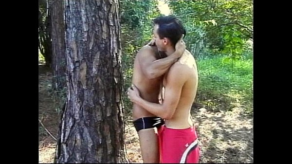 Gays índios se acariciam e fazem amor gostoso no mato