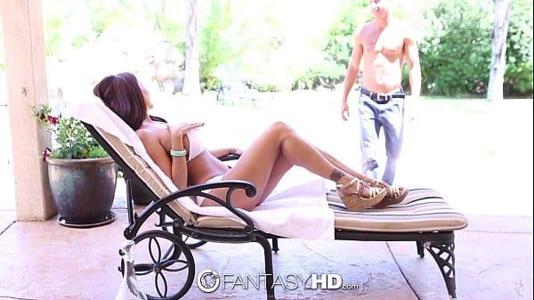 Amadora de lindos peitos tira seu sutia para os amadores lhe assistir
