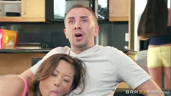 Novinha peituda fudendo gostoso com seu namorado bem dotado