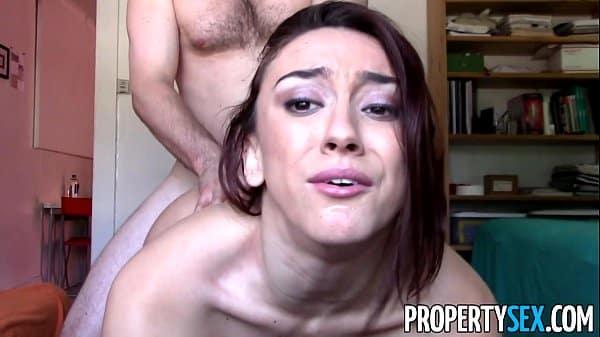 Rabuda atriz porno profissional faz porno amador em casa