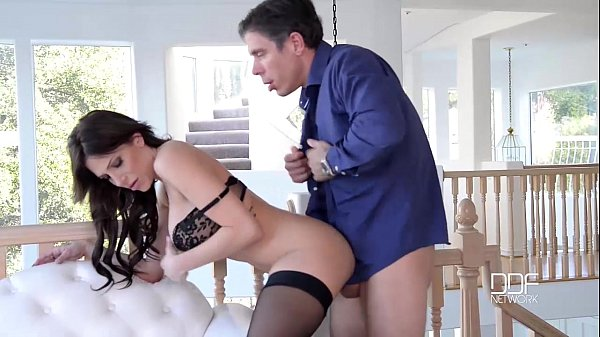 Caralho enorme dentro de bucetas molhadas das atrizes putas