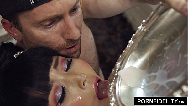 Filme porno brutal com japonesa dentro do banheiro