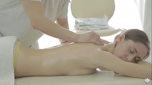 Foi fazer massagem e faz anal com magrinha