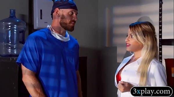 Foram realizar consulta realizaram sexo grupal com enfermeira