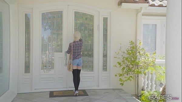 Loirinha fazendo amor com vizinho na frente da sua casa