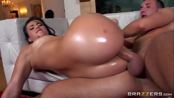 Morena tigresa dando o cu