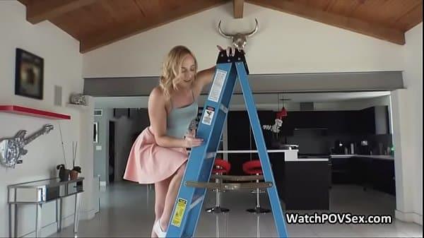 Namorada amadora faz anal nas escadas