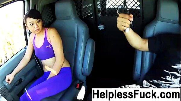 Novinha estuprada por caroneiro das estradas