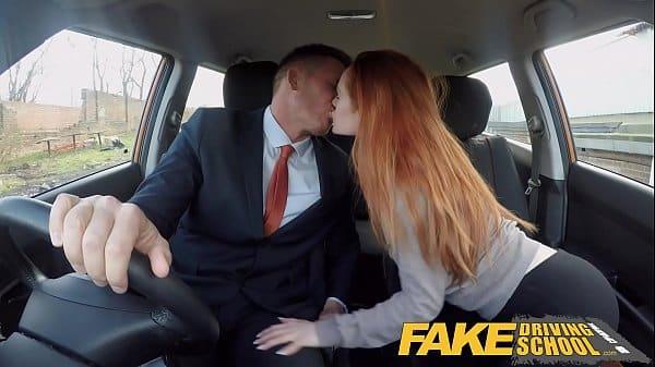 Safada ruivinha fazendo sexo hardcore