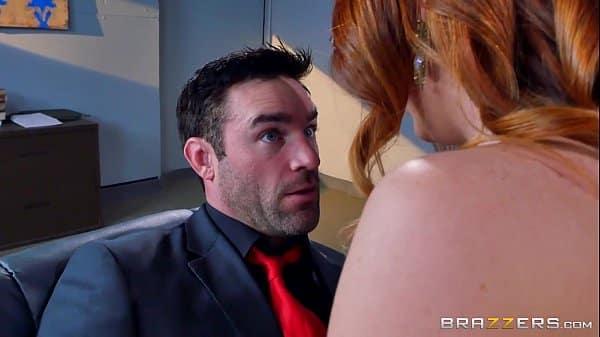 Sexo gostoso com minha secretaria ruiva