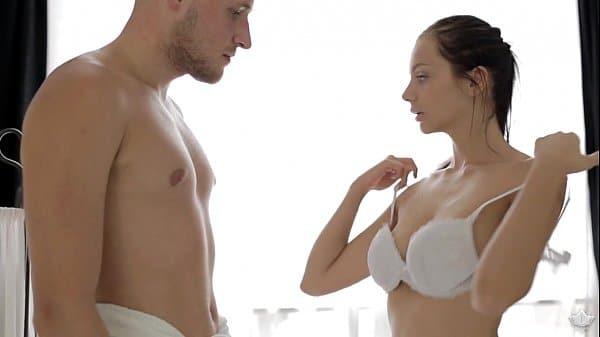 Sexo na massagem com ninfeta morena do corpo perfeito