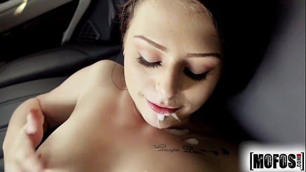 Depois da carona a recompensa é muito sexo no carro