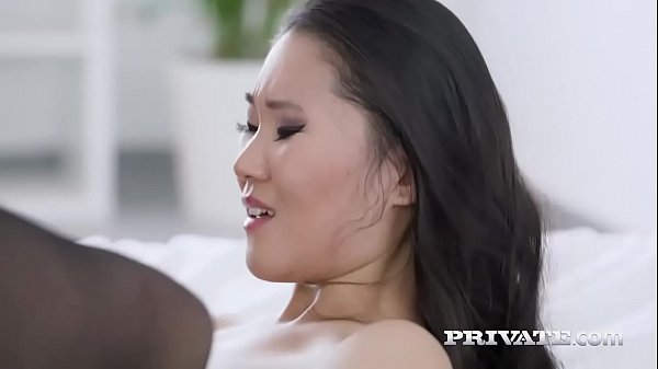 Jovem chinesa adora pica  dura fodendo ela