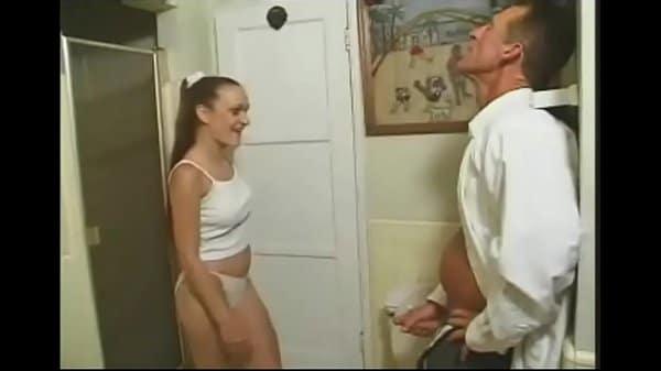 Papai chupando bucetinha de sua filha
