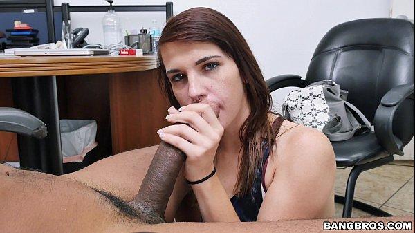 Patricinha mostrando que sabe fazer um boquete gostoso