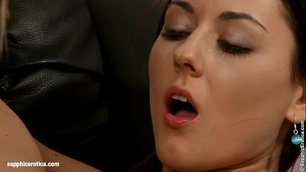 Vídeo completo lésbicas fazendo sexo casual na casa da amiga
