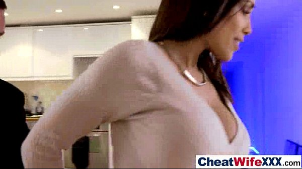 Esposa gostosa comete adultério com melhor amigo de marido